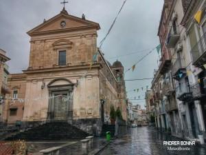 Stamani un acquazzone ha interessato Bronte. Una foto dal centro storico (Oiazza Rosario).