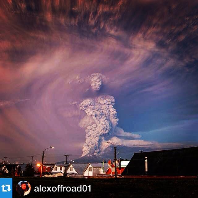 "La straordibnaria eruzione del Calbuco ""disegna quasi una figura umana. Fonte foto: http://80joursvoyages.com/indonesie/24042015-calbuco-raung/"